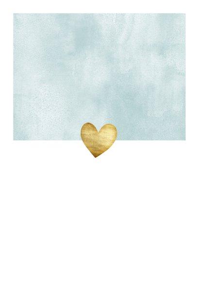 Geboortekaartje voor jongen met waterverf en gouden hartjes Achterkant