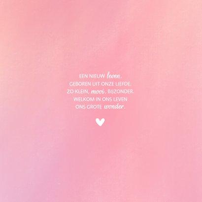 Geboortekaartje waterverf achtergrond met simpel wit hartje 2