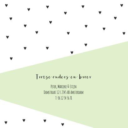 Geometrisch geboortekaartje met zwarte hartjes en groen vlak 2