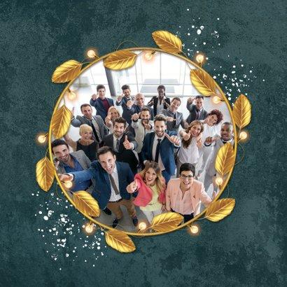 Geschäftliche Weihnachtskarte mit goldenem Blätterkranz 2