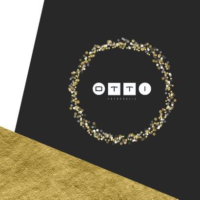 Grafische kerstkaart aanpasbare achtergrondkleur met goud 2