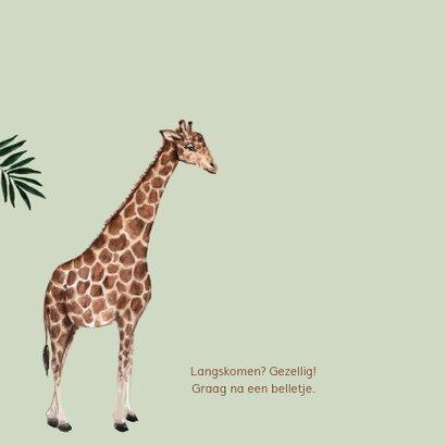 Groen geboortekaartje met een giraffe 2