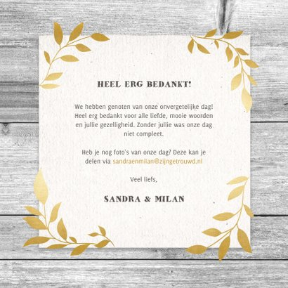 Hippe bedankkaart met hout, papier en gouden takjes 3