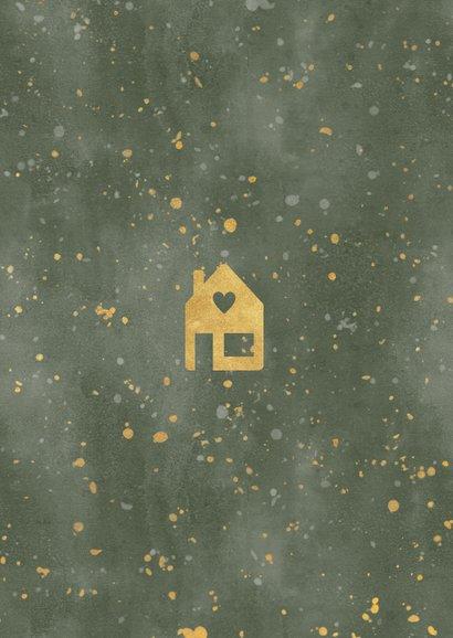 Hippe kerst verhuiskaart met huisje, verf en gouden spetters Achterkant