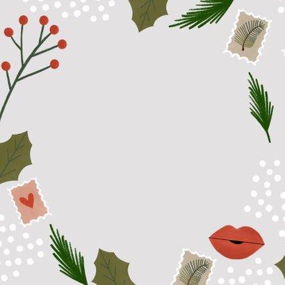 Hippe kerstkaart een kerstkus door de brievenbus  Achterkant