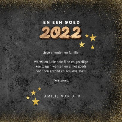 Hippe kerstkaart houten kerst, 2022 en gouden sterren 3