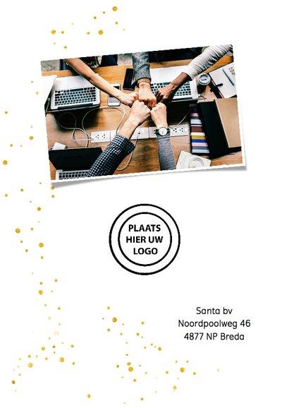Hippe nieuwjaarskaart in wit en goud met eigen foto's 2