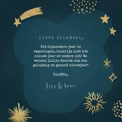 Hippe nieuwjaarskaart met vuurwerk en sterren 3