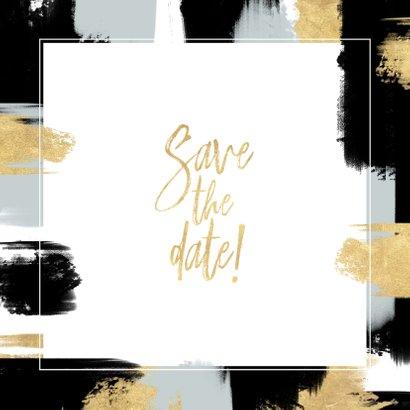Hippe Save the Date kaart verf strepen en gouden typografie Achterkant