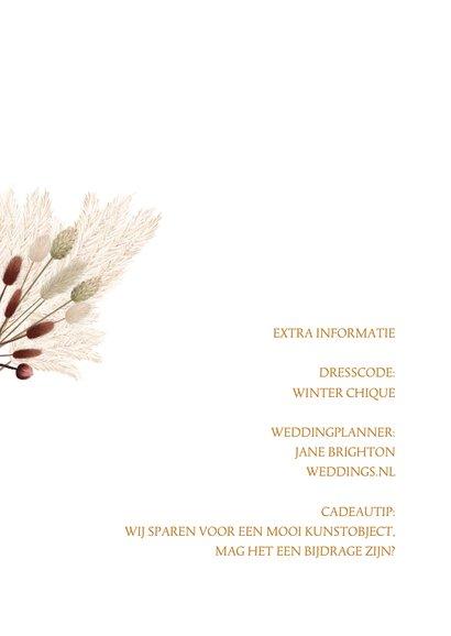Hippe trouwkaart met droogbloemen 2