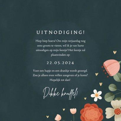 Hippe uitnodiging gouden 50 jaar met bloemenkader en hartjes 3