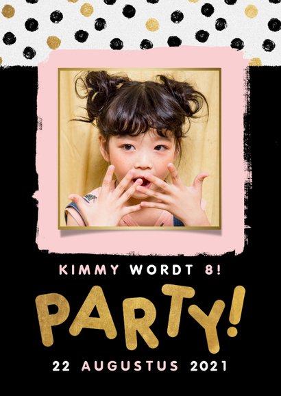 Hippe uitnodiging kinderfeestje met stipjes, kader en party! 2
