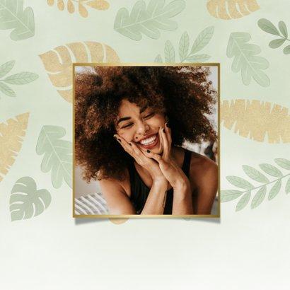 Hippe verjaardagskaart junglebladeren, waterverf en foto 2