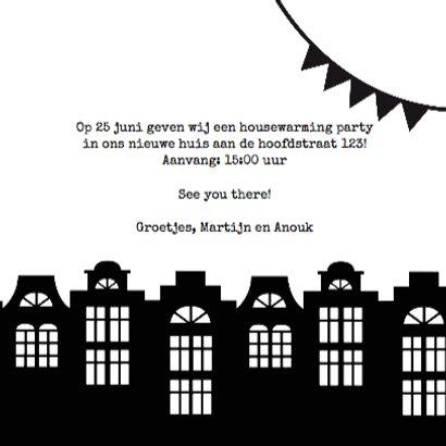 Housewarming party uitnodiging zwartwit slingers huisjes 3