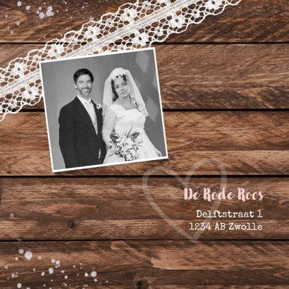 Jubileum uitnodiging hip hout vintage kant met foto's 2