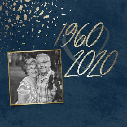 Jubileumkaart 60 foto jaartallen donkerblauw met terrazzo 2
