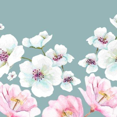 Jubileumkaart Grote witte en roze bloemen Achterkant