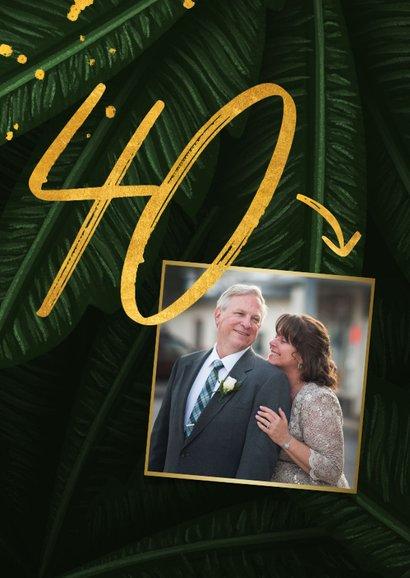 Jubileumkaart jungle bladeren met gouden '40' en foto 2