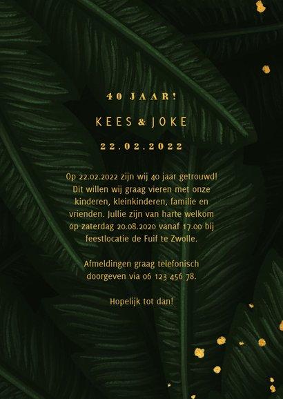 Jubileumkaart jungle bladeren met gouden '40' en foto 3