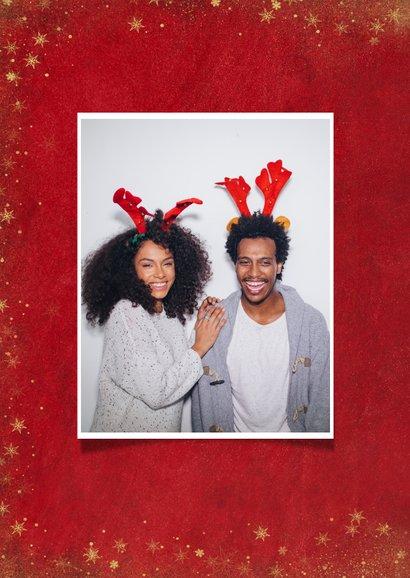 Kerst fotocollage kaart met rode achtergrond en sterren goud 2