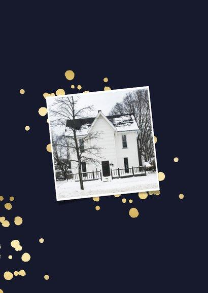 Kerst-verhuiskaart met gouden spetters en typografie 2