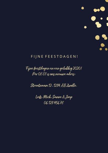 Kerst-verhuiskaart met gouden spetters en typografie 3