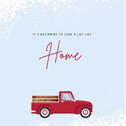 Kerst verhuiskaart met rode pick-up met kerstboom 2