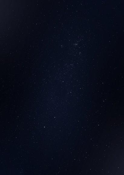 Kerstkaart blauwe galaxy met gouden accenten en foto Achterkant