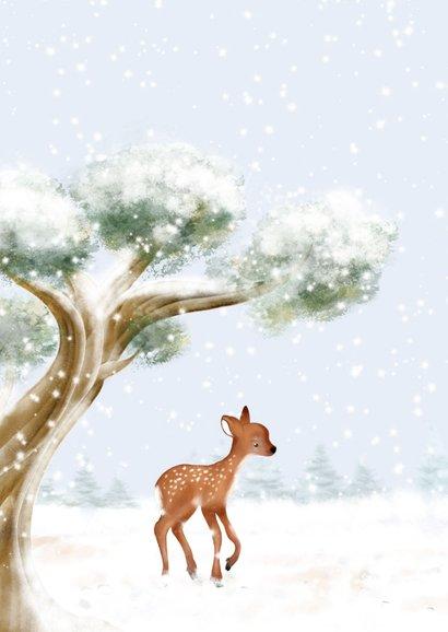 Kerstkaart boom, hertjes en roodborst in de sneeuw 2