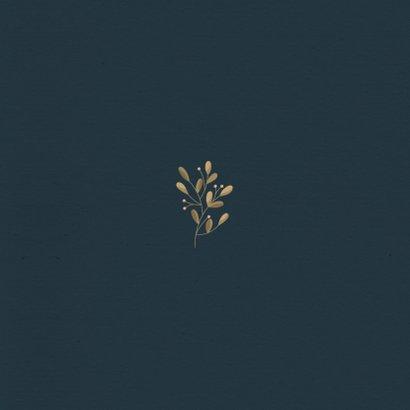Kerstkaart donker met foto en botanische takjes Achterkant