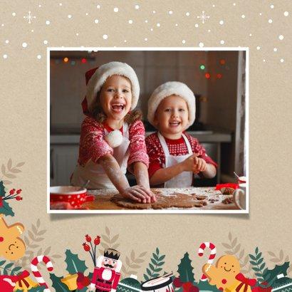 Kerstkaart een papieren kerstkus door de brievenbus - corona 2