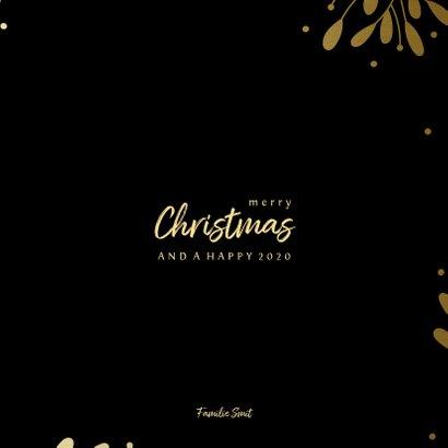 Kerstkaart fotocollage met besjes en takjes goud 3