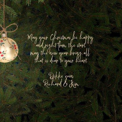 Kerstkaart gouden kerstballen en kersttakken 3