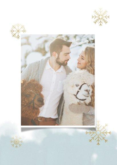 Kerstkaart grote foto, waterverf en gouden sneeuwvlokken 2