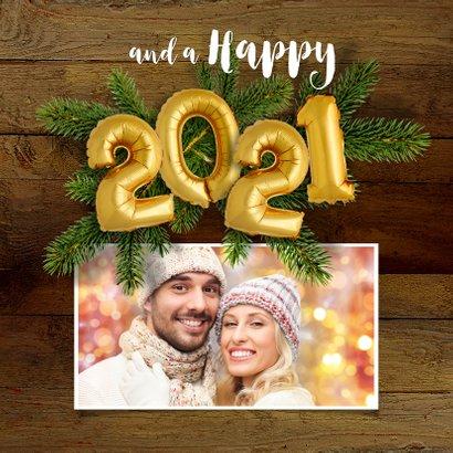 Kerstkaart hout en ballonnen goud XMAS 2021 2