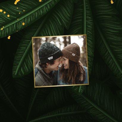 Kerstkaart jungle bladeren met gouden 'christmas' 2