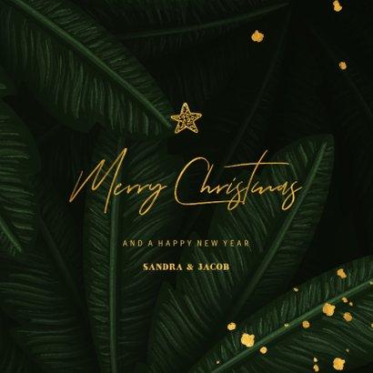 Kerstkaart jungle bladeren met gouden 'christmas' 3