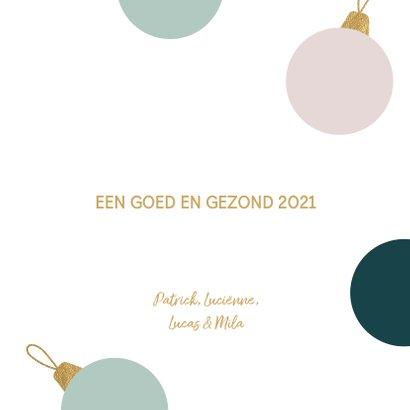 Kerstkaart kerstballen talen goud pastel 3