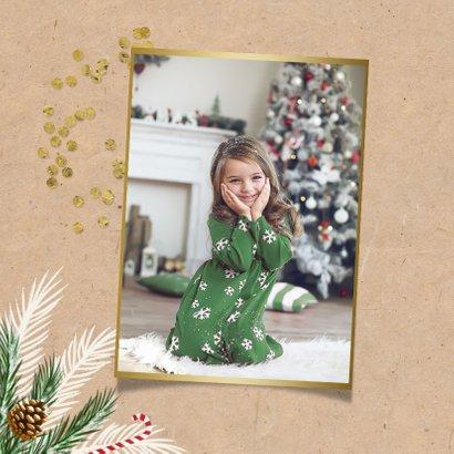 Kerstkaart kerstdiner hip foto goud kraft dennentakjes 2
