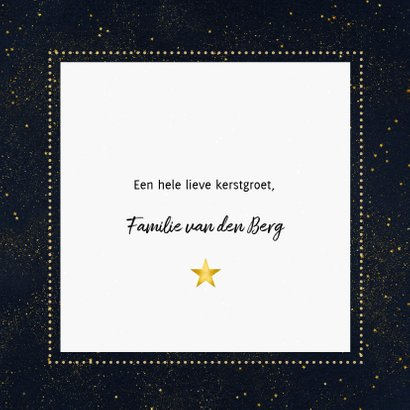 Kerstkaart met foto, typografie en gouden sterren 3