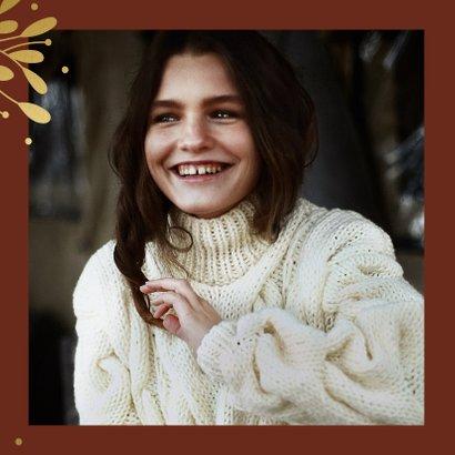 Kerstkaart met grote foto, gouden takjes en besjes 2