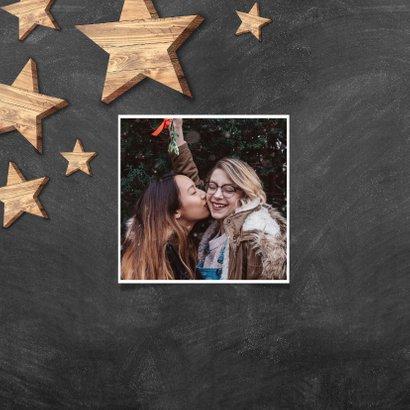 Kerstkaart met houten sterren, Merry Christmas en krijtbord 2
