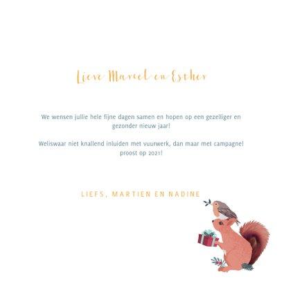 Kerstkaart met illustratie van gestapelde bosdiertjes 3
