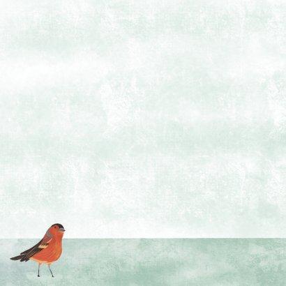 Kerstkaart met illustratie vogeltje in sneeuw wit Achterkant