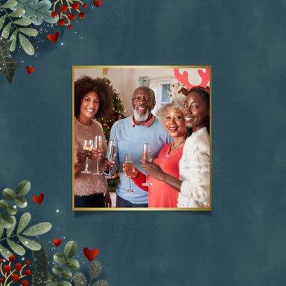 Kerstkaart met kerstkader, sneeuw, gouden warme feestdagen 2