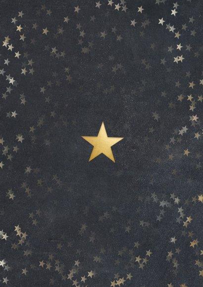 Kerstkaart met krijtbord achtergrond, sterren en 4 foto's  Achterkant