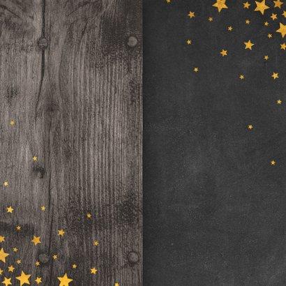 Kerstkaart met meertalige ster en gouden sterren Achterkant