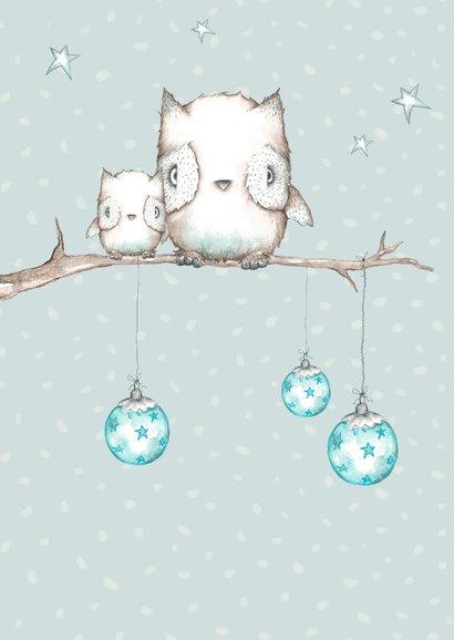 Kerstkaart met uiltjes in boom met kerstballen 2