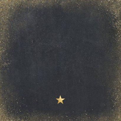 Kerstkaart met zwarte achtergrond en gouden letters Achterkant
