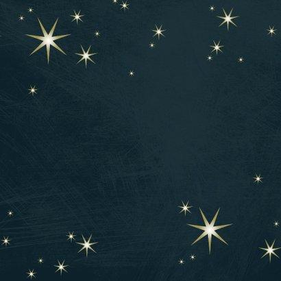 Kerstkaart modern 2020-2021 met foto en goudlook sterren Achterkant